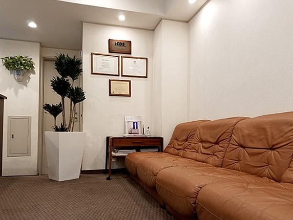 中目黒の歯医者 (医)デントゾーン 近藤歯科 待合室